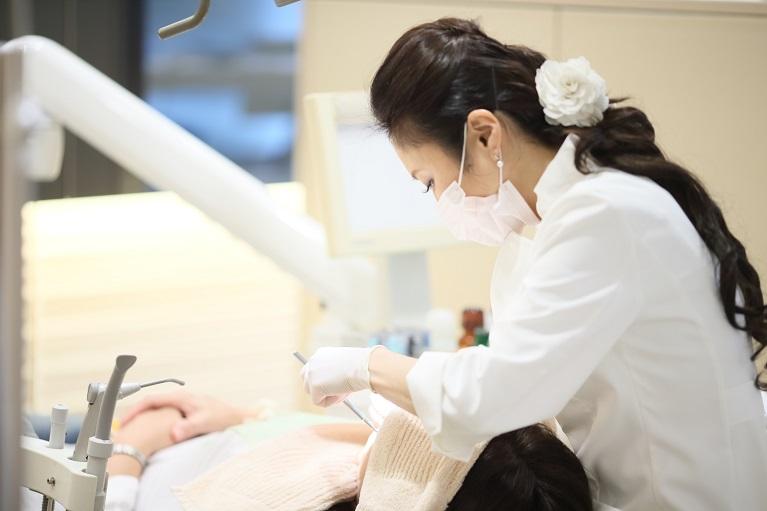 千葉の審美歯科・セラミック治療を行うアミーズ歯科では形や質にこだわっています。